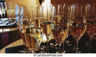 vin, blanc, célébration, lumière, champagne, luxe, lunettes, étincelant, événement, vacances, grande ouverture, mariage, doré