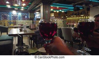 vin, dîner, lunettes, restaurant., avoir, rouges, boire, amis