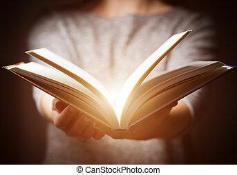 vinda, dar, luz, mulher, livro, mãos, gesto