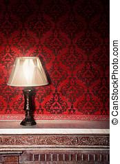 vindima, lâmpada, ligado, antigas, lareira, em, sala, com, vermelho, rocco, padrão