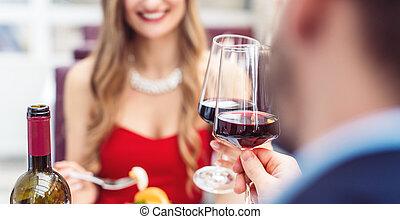vinho, restaurante, vermelho, brindar, par, romanticos