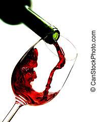 vinho tinto, despejar, em, vidro vinho