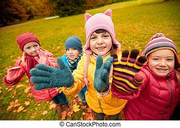 vink, park, efterår, hænder, børn, glade