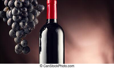 vino., botella vino rojo, con, maduro, uvas, encima, fondo negro