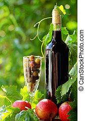 vino, frutas rojas
