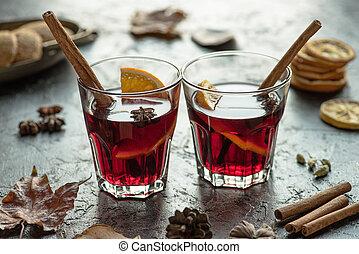 vino pasticciato, appiccicare, occhiali, cannella
