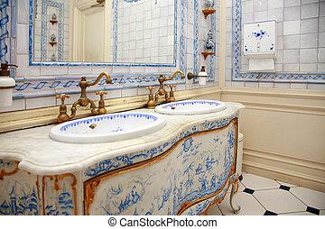 vintage bath room