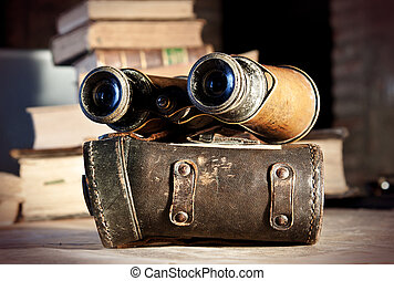Vintage binoculars: planning an expedition - Vintage...