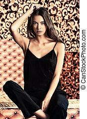 vintage classy - Fashion shot of a stunning brunette beauty ...