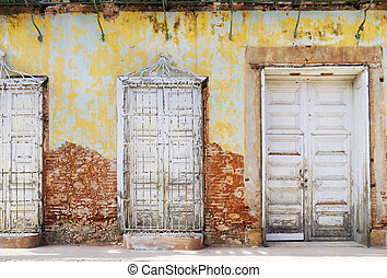 Vintage eroded facade in trinidad, cuba - Detail of eroded...