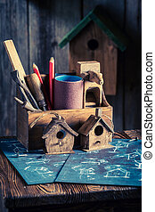Vintage small bird house and construction plan