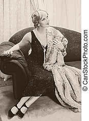 Vintage woman on chaise-longue - Fancy lady in 1920s style...