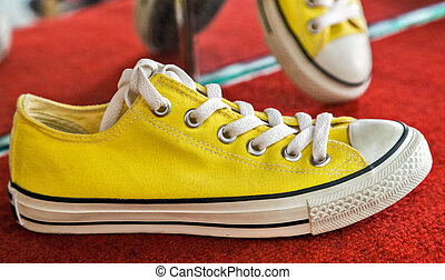 Vintage yellow sneakers fashion vintage style model running shoes