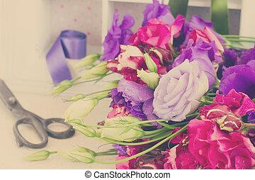 viola, eustoma, fiori, mazzo, malva