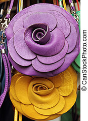 violeta, amarela, bolsas