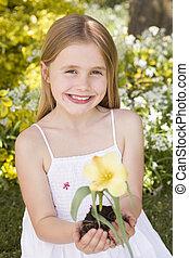 virág, fiatal, birtok, szabadban, lány mosolyog