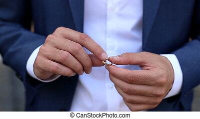 virages, anneau, doigt, homme
