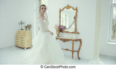 virages, mariée, jeune, poses, devant, robe, appareil photo, mariage, blond, blanc