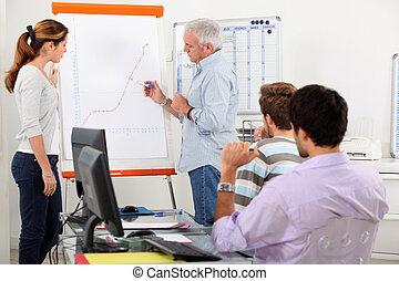visande, tillväxt, presentation, bord, man