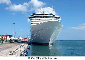 Visit - Cruise ship visiting isles canaries in Spain