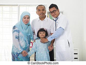 visitando, malaio, doutor familiar