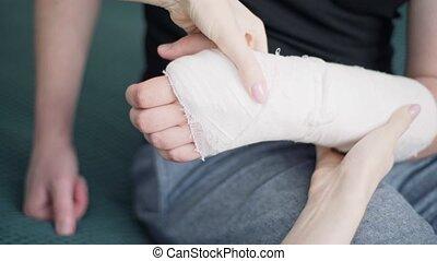 visite, vérification, bandage., fracture, patient, docteur, main
