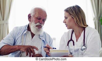 visiteur santé, à, stéthoscope, et, a, homme aîné, chez soi,...