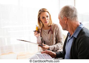 visitor sundhed, og, en, senior mand, hos, tablet, during,...