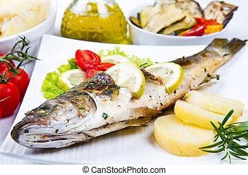 visje, zee bas, grilled, met, citroen, en, aardappels