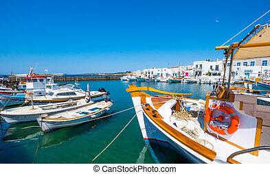 vissersboten, vastgemaakt, op, een, dok, in, naoussa, porto, griekenland