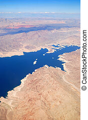 vista aérea, com, lago, e, montanhas