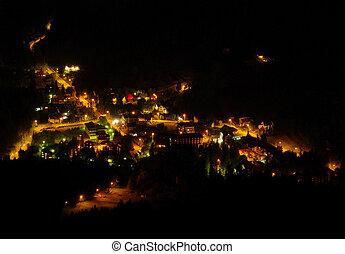 vista aérea, de, aldea, por la noche