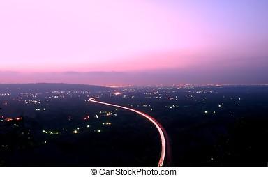 vista aérea, de, rodovia, em, anoitecer