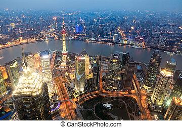vista aérea, de, shanghai, em, anoitecer