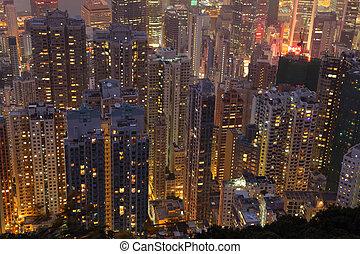 vista aérea, sobre, highrise, edifícios, à noite