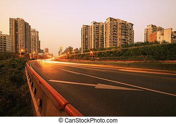 vista, anoitecer, urbano, noturna, tráfego, ligado, a, rodovia