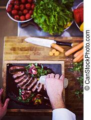 vista, cozinheiro, bife, prato, topo, acabamento, carne