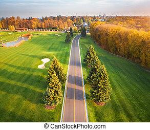 vista, curso, autumn., aéreo, por, golf, camino, ocaso