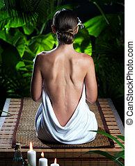 vista, de, agradável, mulher jovem, meditar, em, spa, trópico, meio ambiente