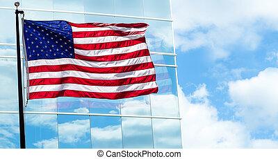 vista, de, bandeira americana, ligado, edifício azul, fundo