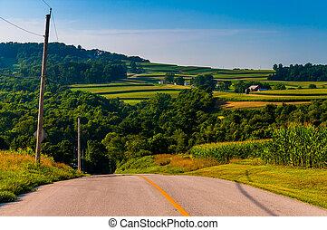 vista, de, colinas rodantes, y, granjas, de, un, camino de país, en, york, condado, pennsylvania.