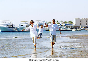 vista, de, feliz, família jovem, tendo divertimento, praia