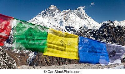 vista, de, monte, everest, con, budista, oración, banderas