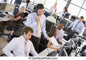 vista, de, ocupado, comerciantes acciones, oficina