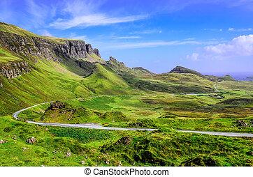 vista, de, quiraing, montañas, y, el, camino, tierras altas...