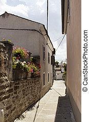 vista, di, strada stretta, e, vecchio, costruzioni, in, koper, /, slovenia., esso