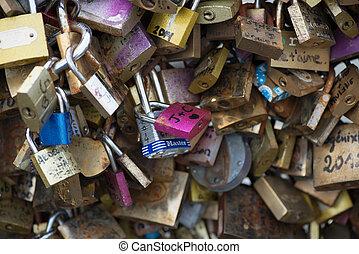 vista, encima, amor, candados, en, pont des arts, en, parís, francia