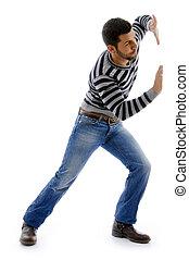 vista lateral, de, activo, macho, bailando