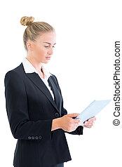 vista lateral, de, atraente, executiva, trabalhando, com, dela, tabuleta