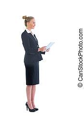 vista lateral, de, cute, loiro, executiva, trabalhando, com, dela, tabuleta